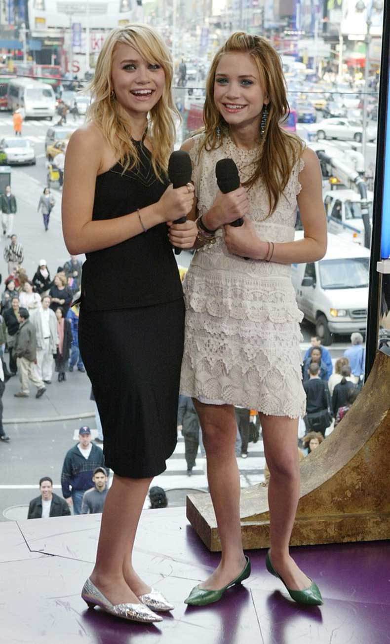 Twinning-combo-girls-paired-feminine-dresses-pointed-kitten