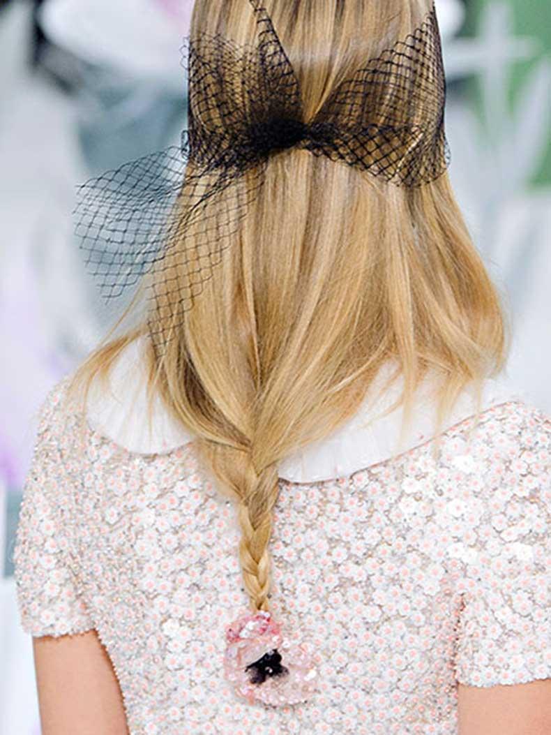 chanel-fall-2015-loose-low-braid