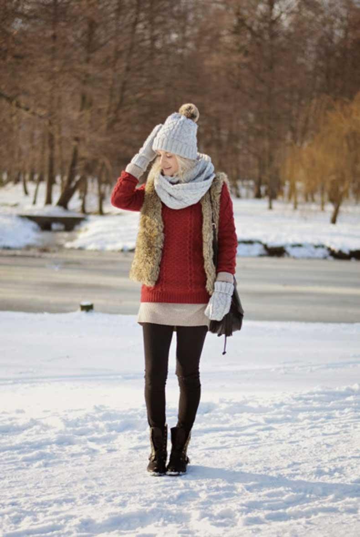 futrzana-kamizelka-bordowy-sweter-rekawiczki-czapka-szalik