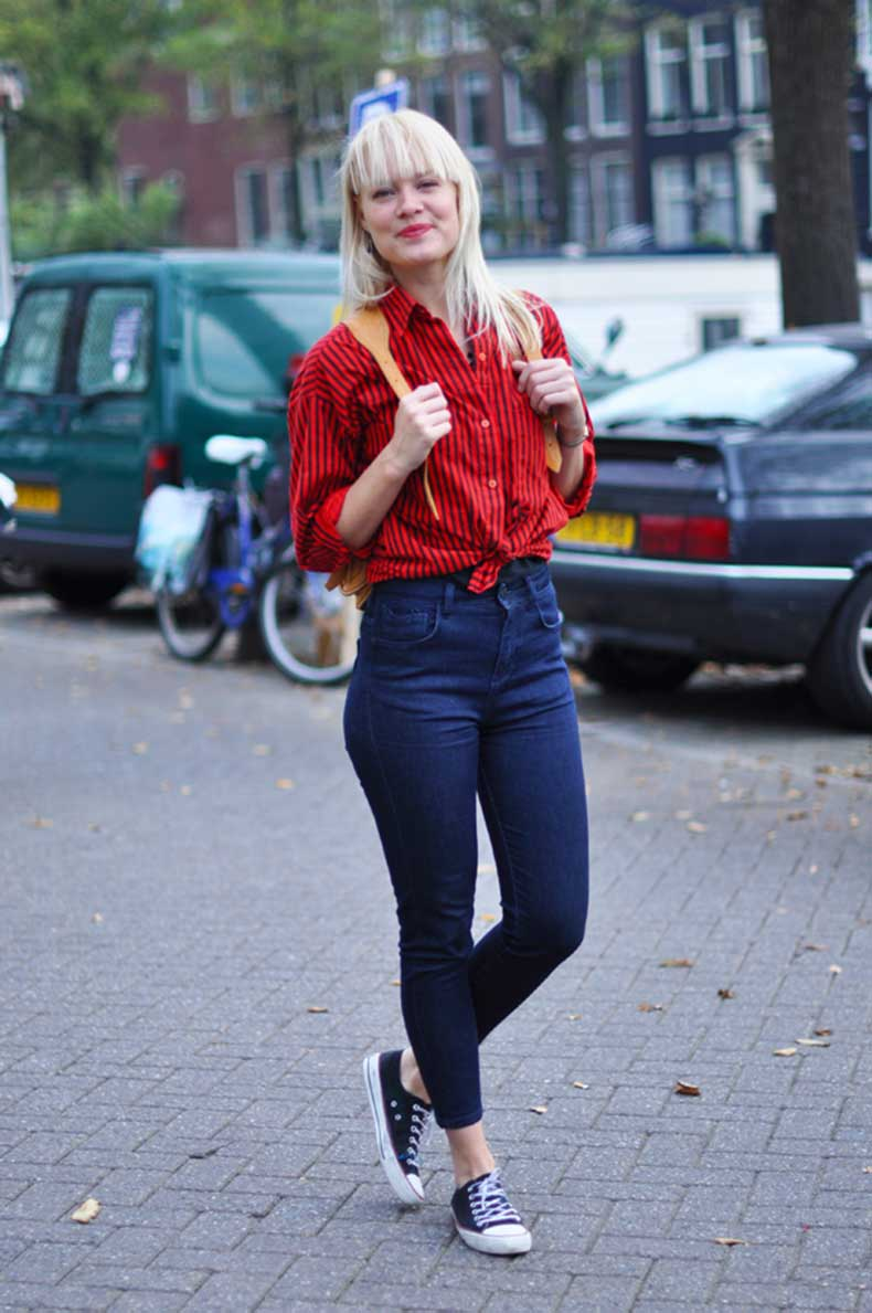 jeans-knotted-shirt-street-style