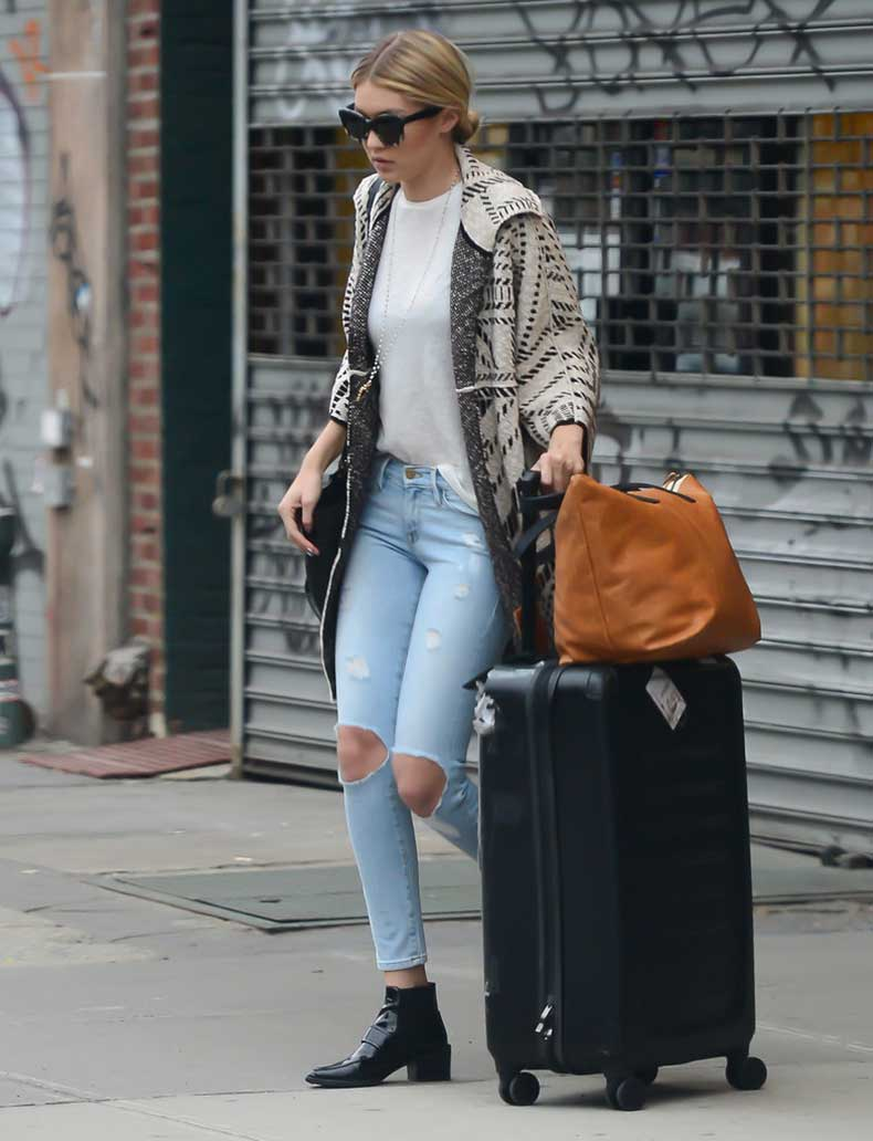 model-had-perfect-travel-look-when-she-headed-out