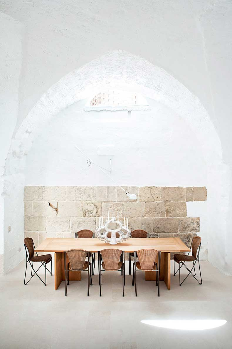 oracle-fox-sunday-sanctuary-minimalist-italian-house-polomba-1