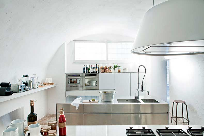 oracle-fox-sunday-sanctuary-minimalist-italian-house-polomba-7