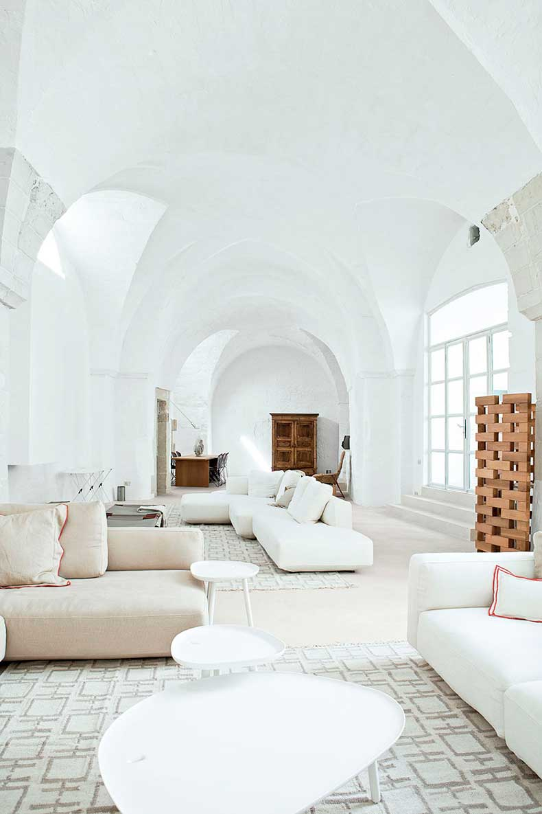 oracle-fox-sunday-sanctuary-minimalist-italian-house-polomba
