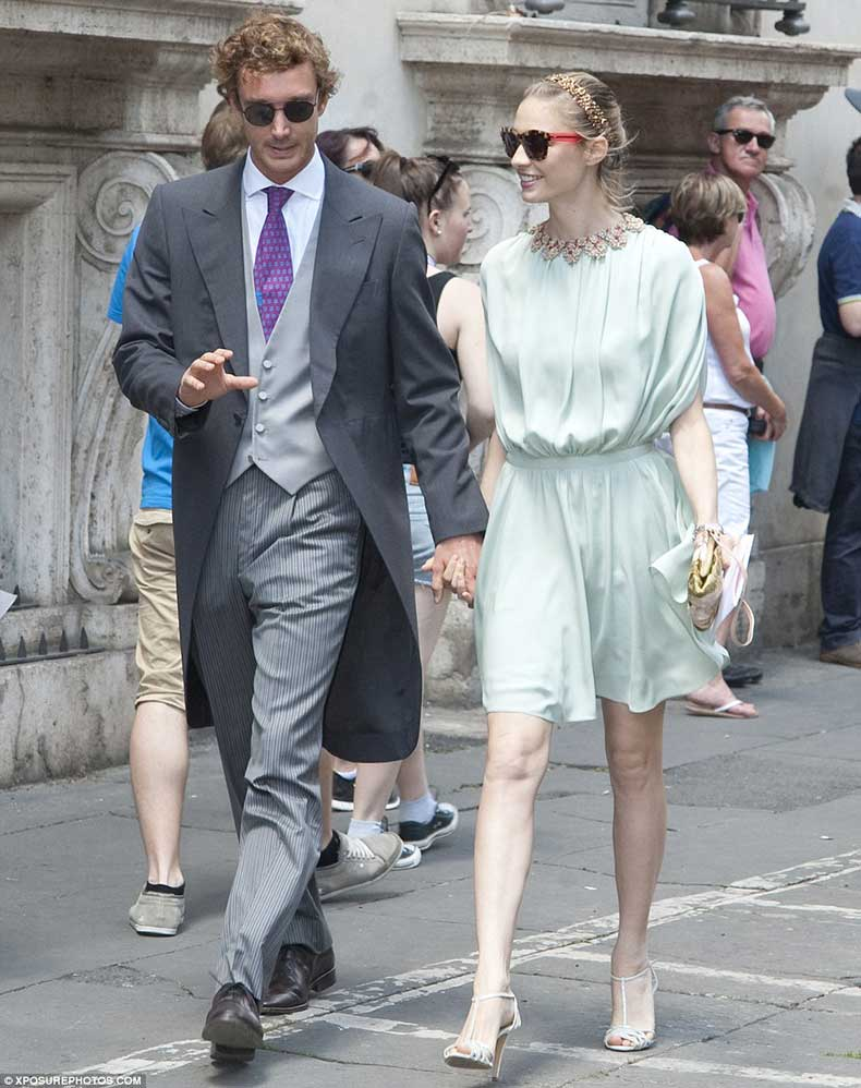2933BD4A00000578-3103852-Guests_included_socialites_Pierre_Casiraghi_and_fiancee_Beatrice-a-48_1433183899888