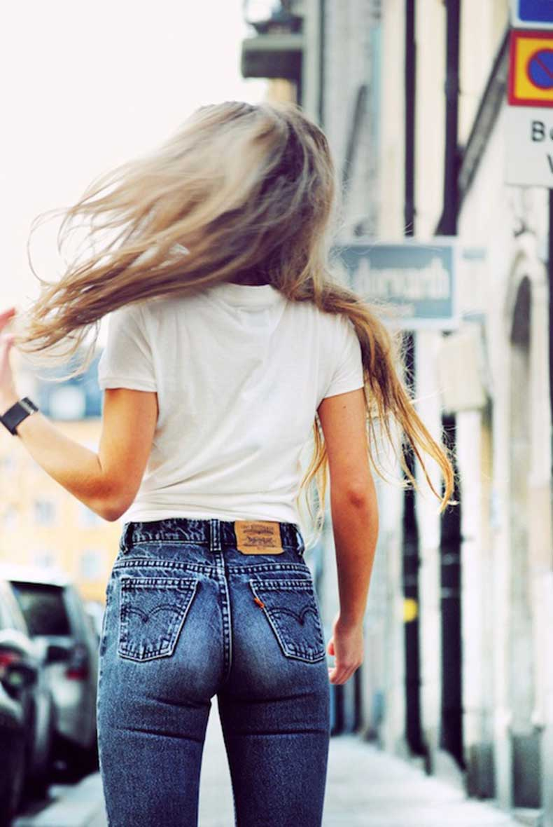 3-Le-Fashion-Blog-Shots-That-Prove-Levis-Make-Your-Butt-Look-Amazing-White-Tee-Jeans-Denim-Via-Molly-Rustas
