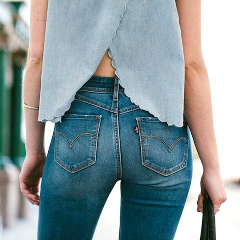 5-Le-Fashion-Blog-Shots-That-Prove-Levis-Make-Your-Butt-Look-Amazing-Scallop-Top-Jeans-Denim-Refinery29