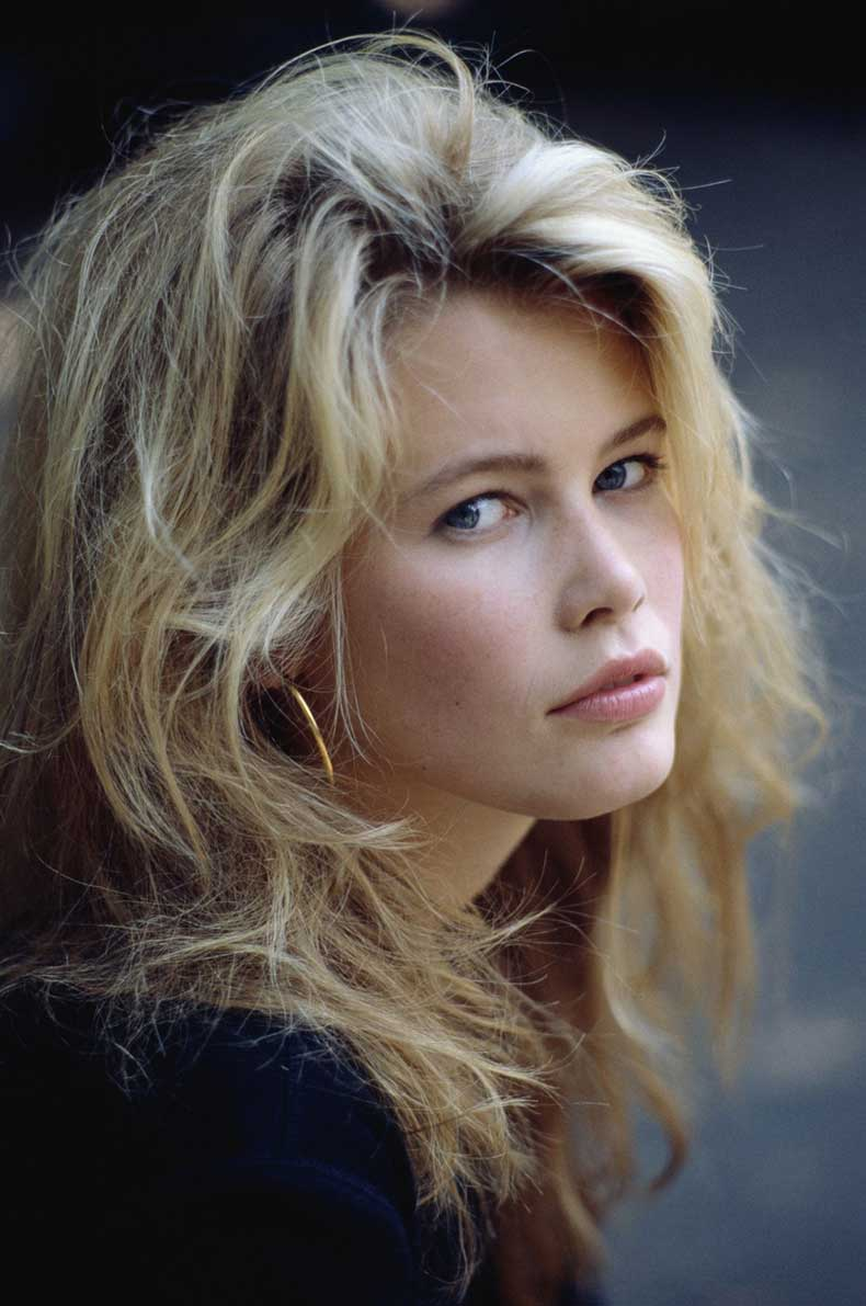 Claudia-wearing-big-gold-hoops-claudia-schiffer-19839833-995-1500