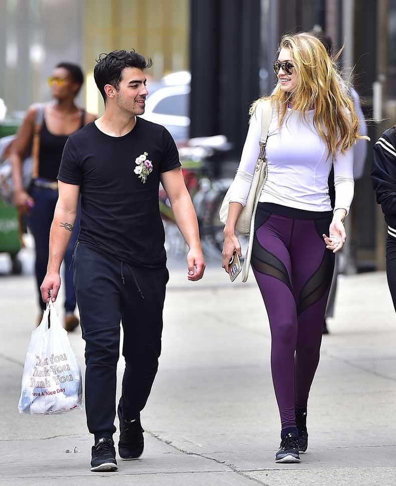 Gigi-has-actually-been-wearing-leggings-lot-lately-seems