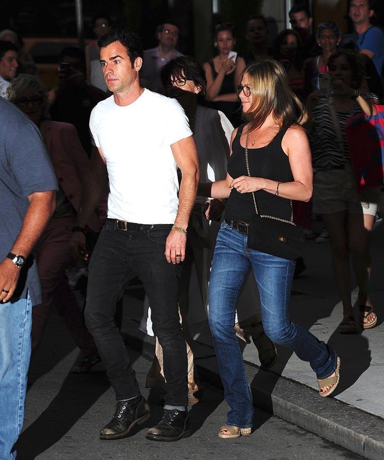 Jennifer-Aniston-Street-Style-(1)
