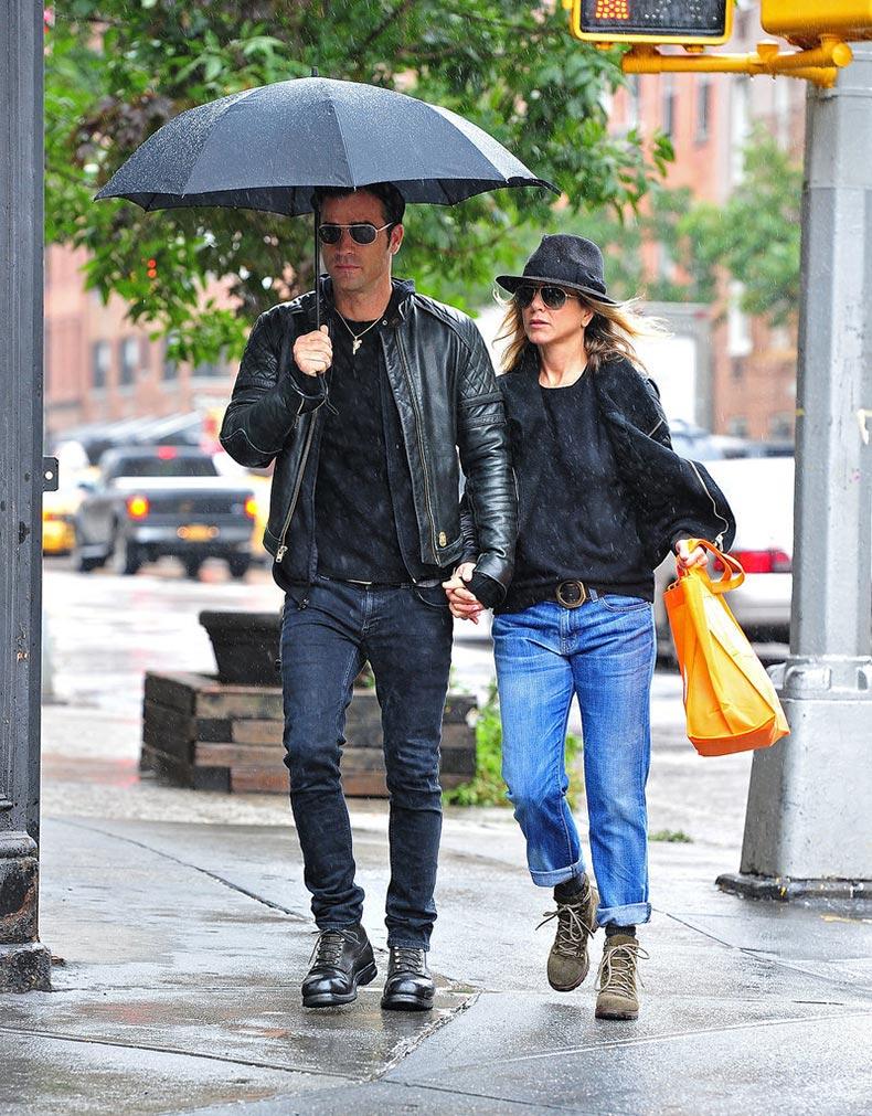 Jennifer-Aniston-Street-Style-(4)