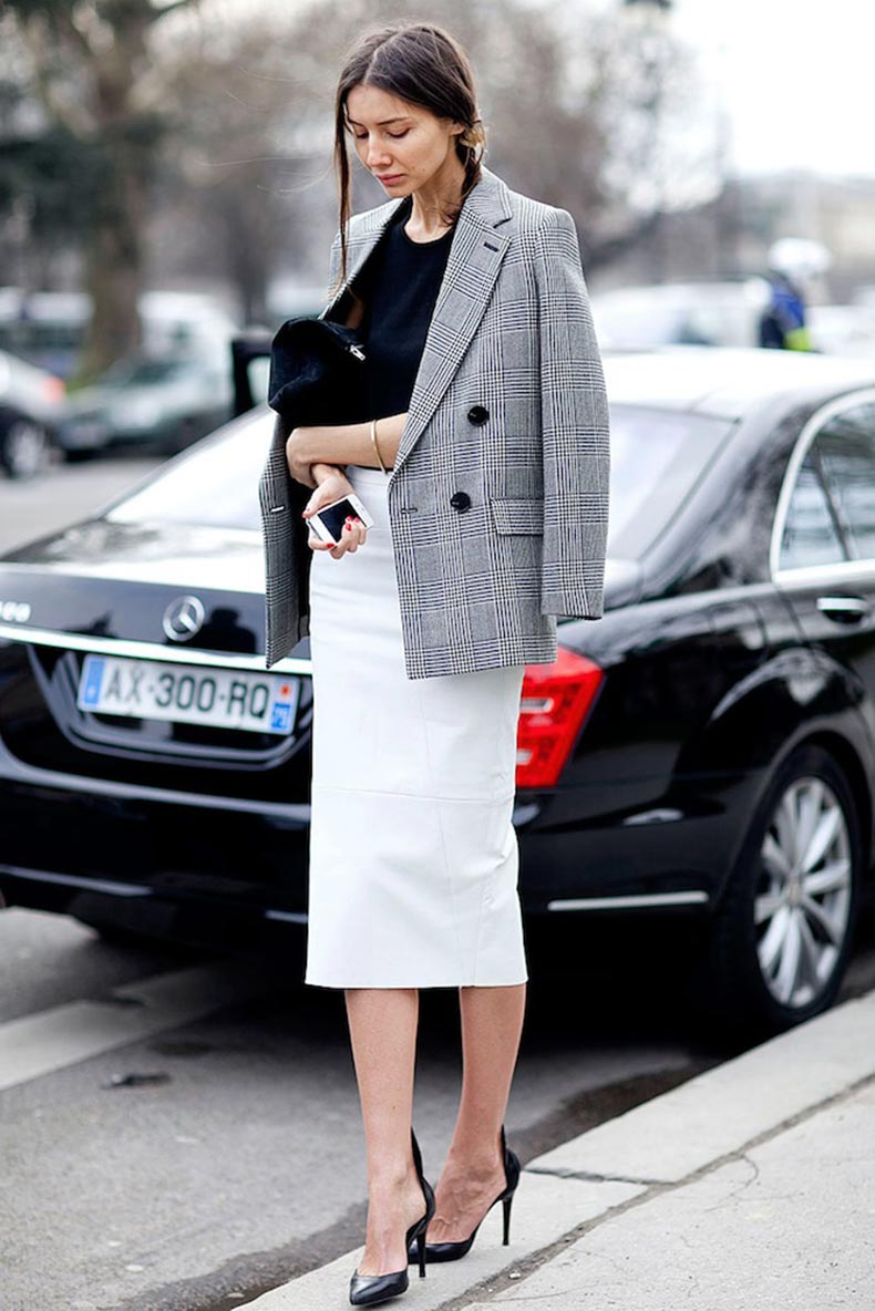 Le-Fashion-Blog-Paris-Street-Style-Black-And-White-Workwear-Inspiration-Checked-Blazer-White-Leather-Skirt-Via-Vogue-Mexico