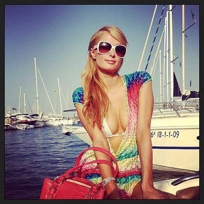 Paris-Hilton-enjoyed-sunny-day-yacht-Ibiza-Spain