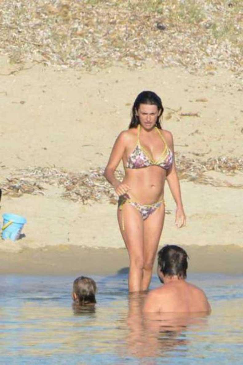 Penelope-Cruz-Bikini-Photos-2013-in-Corsica-05