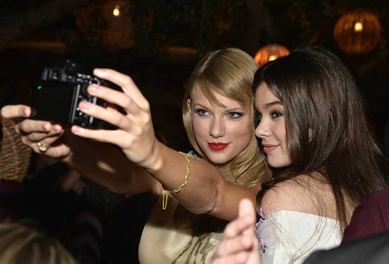 Taylor-Swift-Hailee-Steinfeld-took-selfie-September