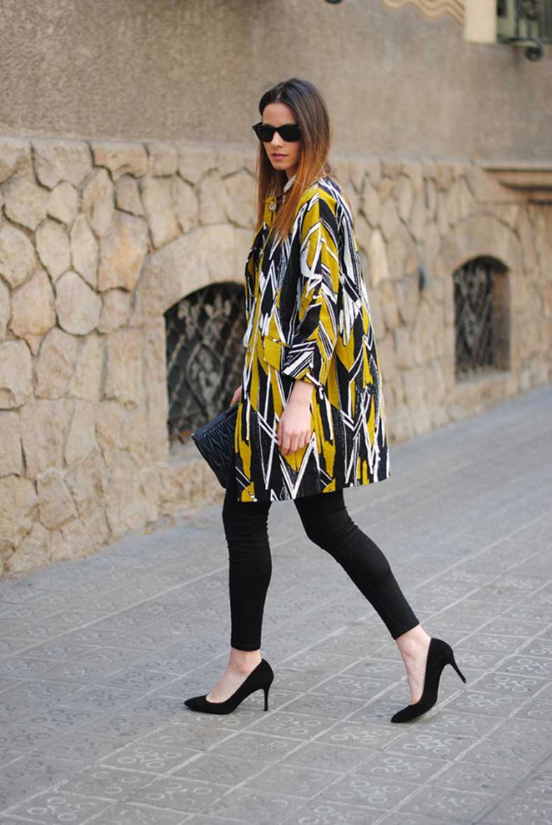 black-skinny-jeans-pointed-suede-heels-bimba-y-lola-coat-spring-collection-barcelona-spain-street-style-blog-fashion-zina-fashionvibe-640x955