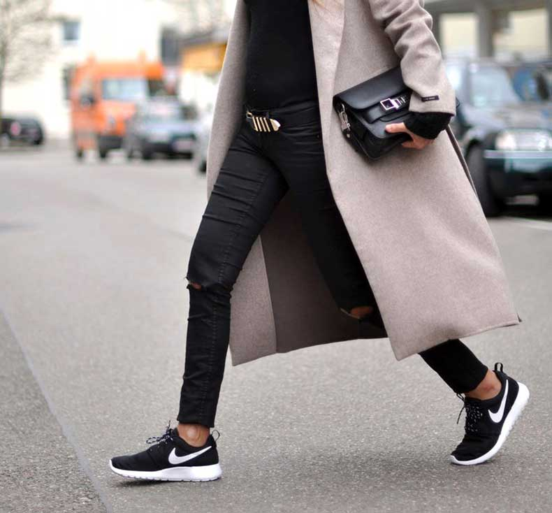 sneaker-street-style-nike-strut-black-sneakers-white-sole-are-the-new-sneaker-street-style-trend-the-sneaker-street-style-strut