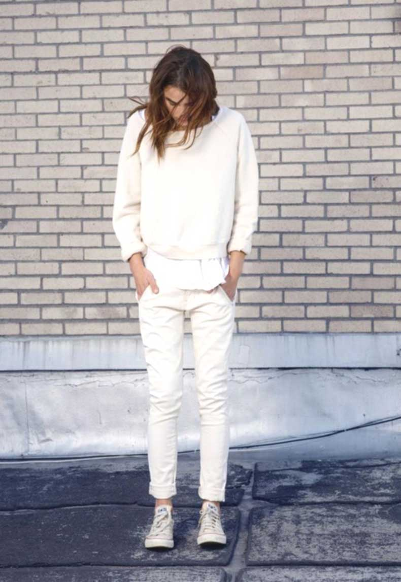 total-white-outfit-sneakers