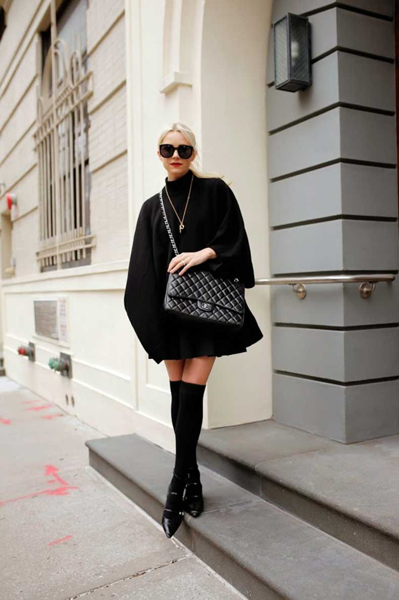 3.-all-black-outfit-and-a-messenger-black-bag