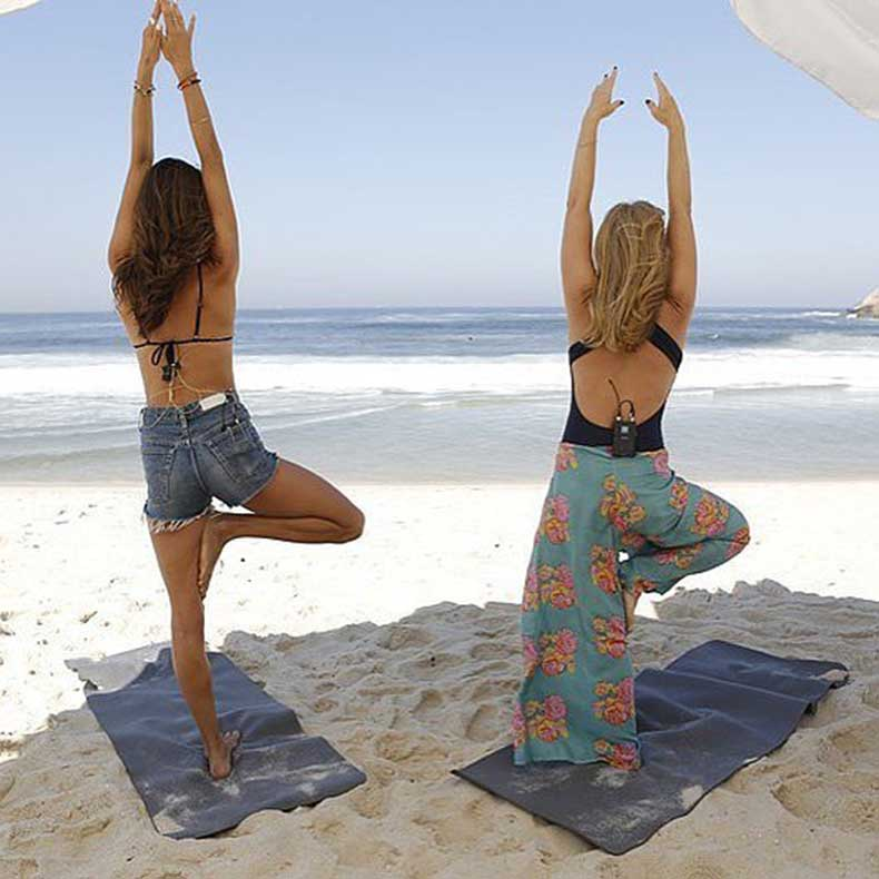 Alessandra-knows-nothing-like-practicing-yoga-beach