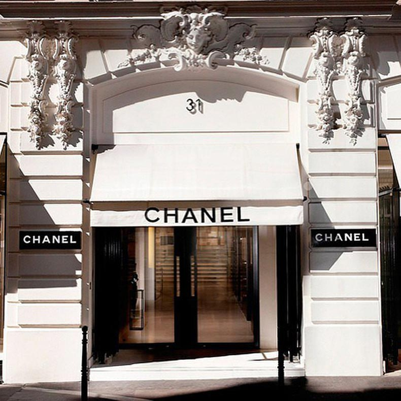 Coco-Chanel-opened-her-store-Rue-Cambon-Paris-1910
