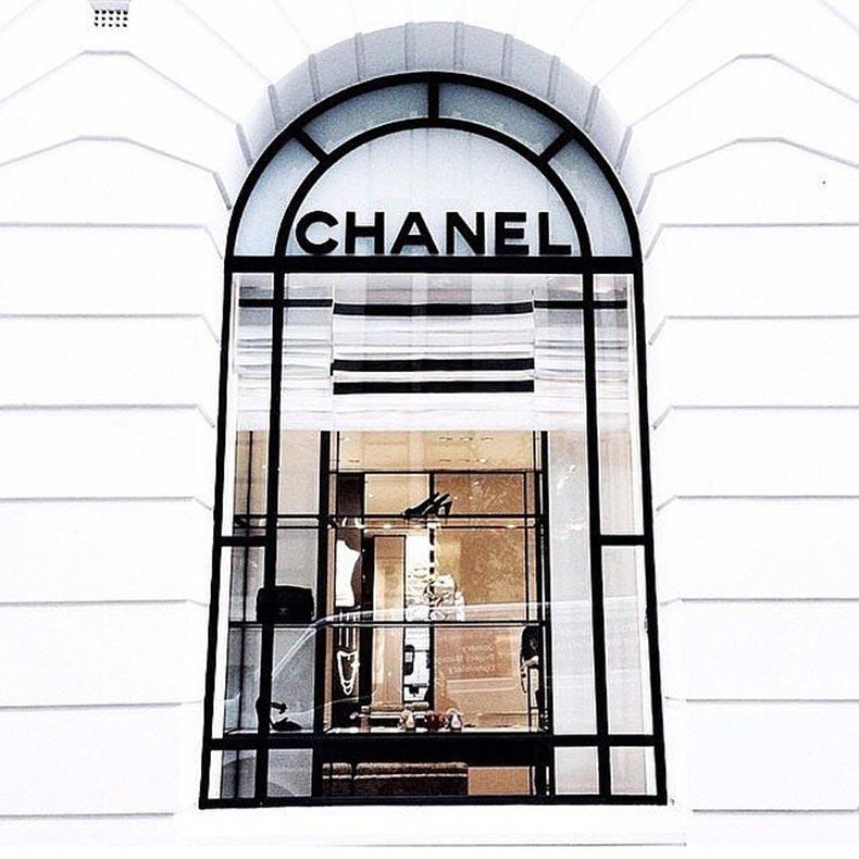 During-World-War-II-Chanel-closed-her-salon