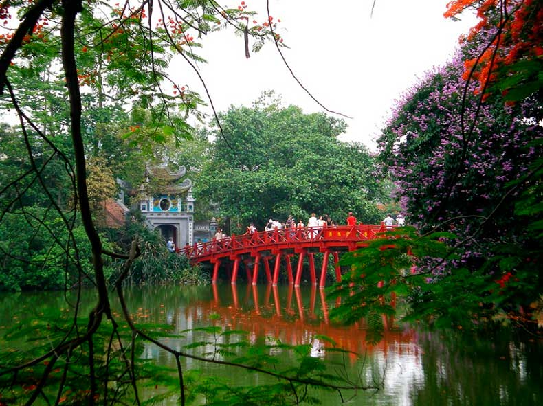 Hanoi-the-huc-bridge