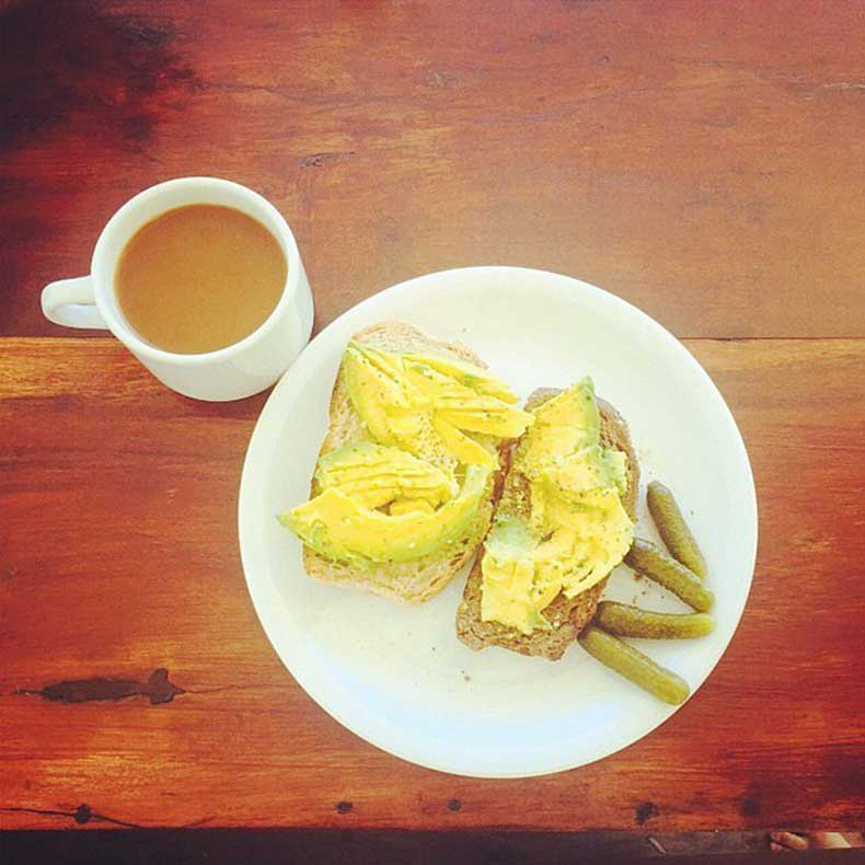 Hello-yummy-breakfast-Jessica-Alba-enjoyed-some-avocado-toast