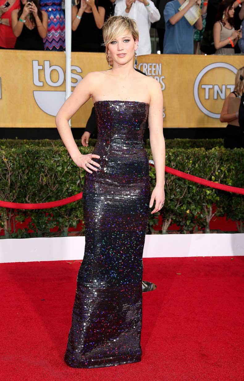 Jennifer-always-smolders-formfitting-looks-like-strapless