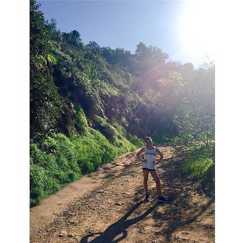 Lea-Michele-spent-her-Sunday-sunny-LA-hike