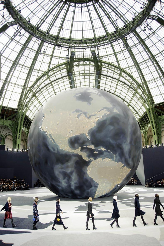 Models-walked-around-giant-globe-Fall-2013