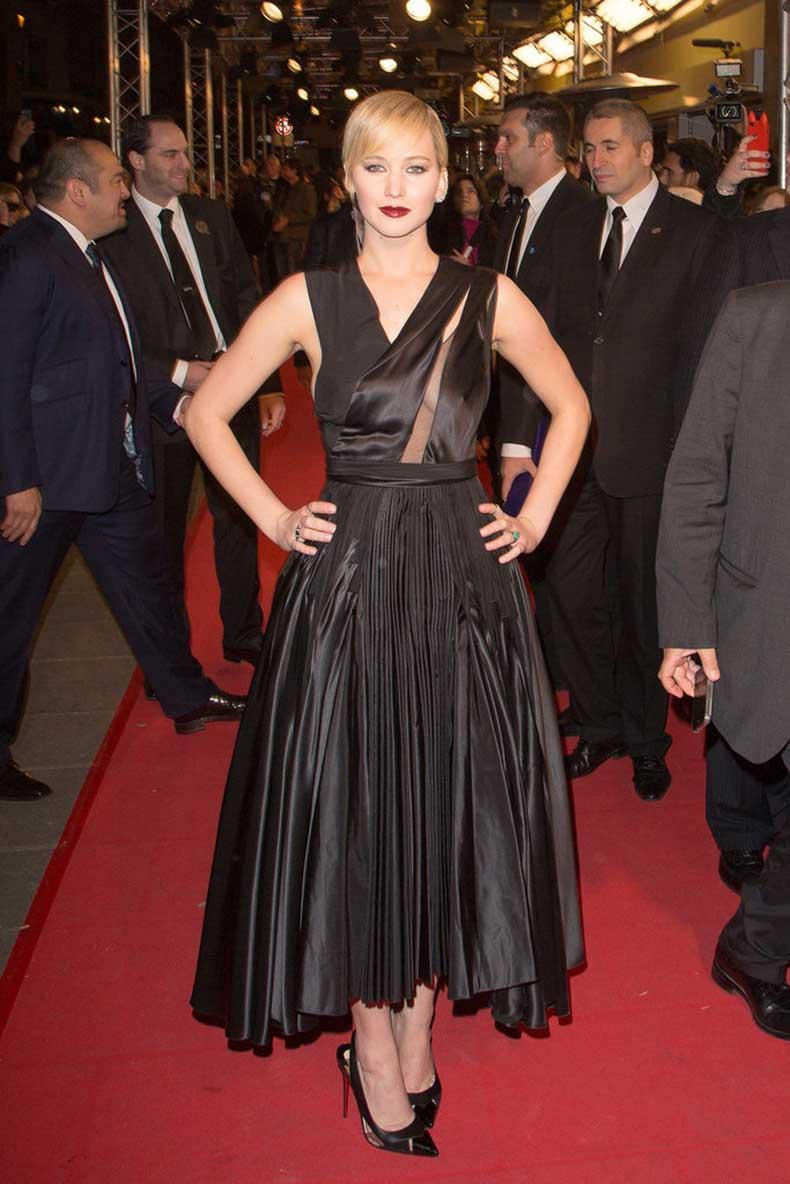 Were-all-about-dark-striking-look-Jennifer