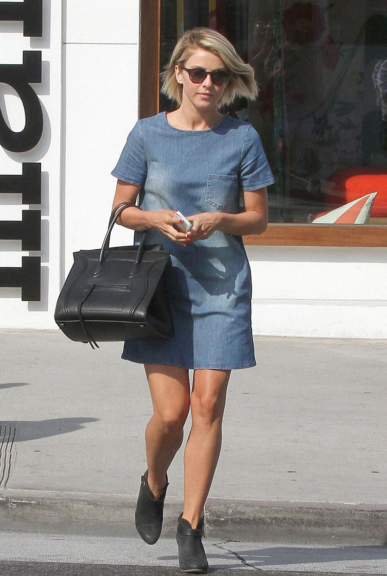 denim-dress-like-short-sleeved-one-Julianne-Hough-sported