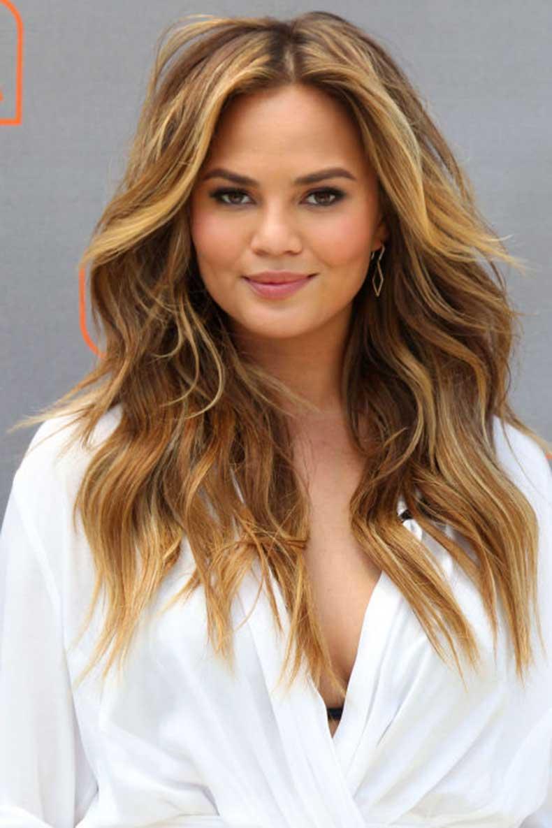 elle-garnier-celeb-summer-hairstyles-chrissy-tiegen