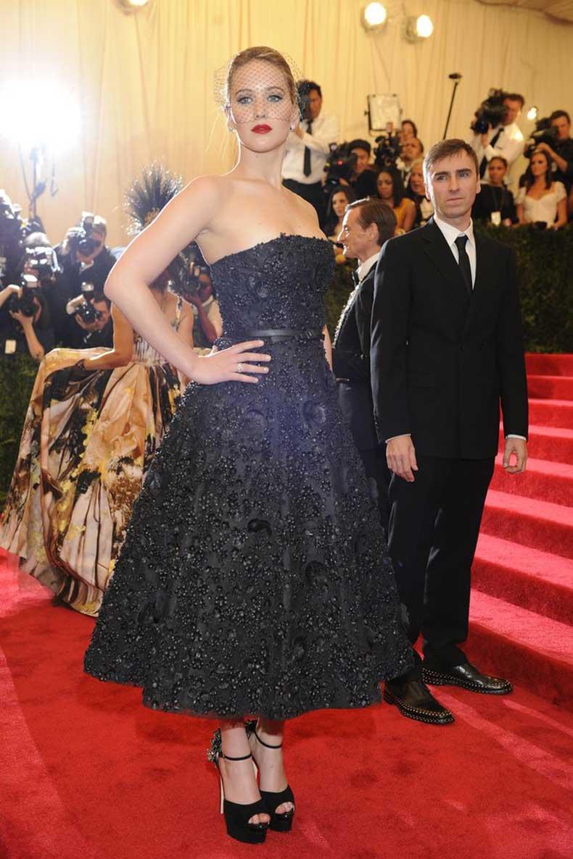 face-Miss-Dior-went-tea-length-dress-brand