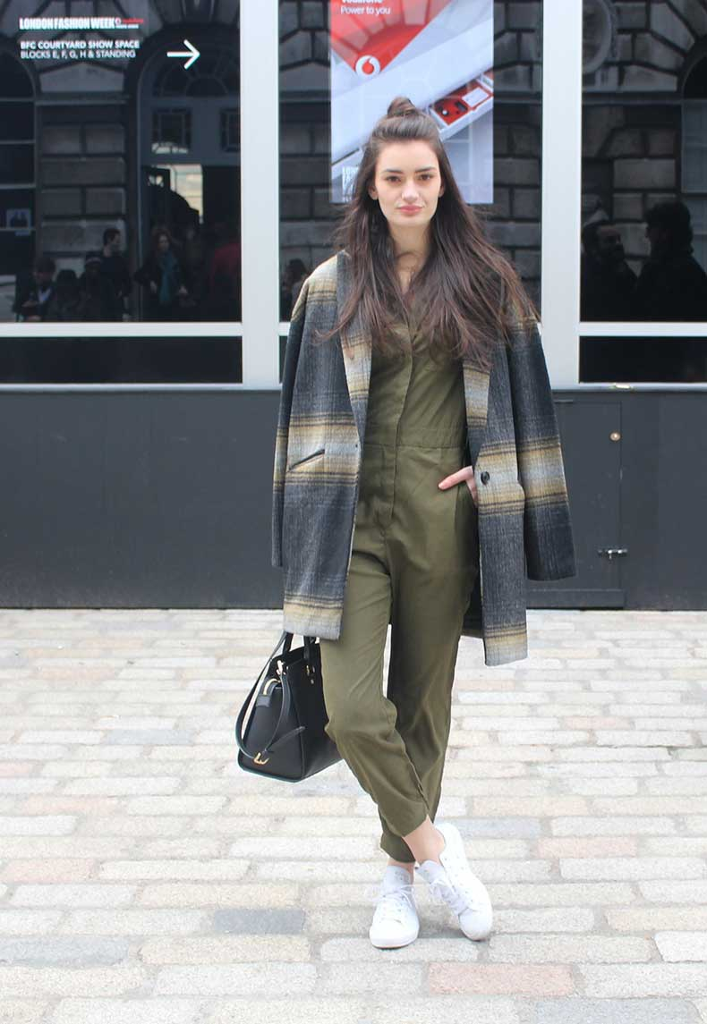peexo-fashion-london-fashion-week-lfw-aw15-somerset-house-jumpsuit-khaki-converse-casual-oversized-coat-(3)