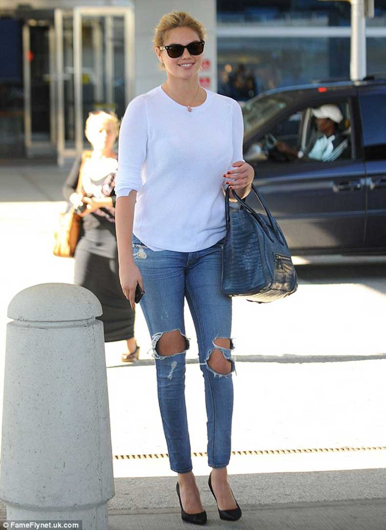 ripped-knee-jeans-street-style-11