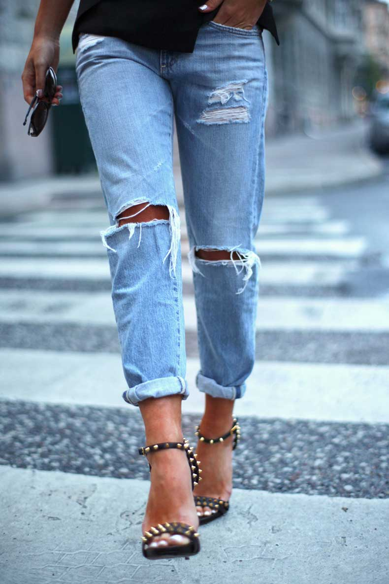 ripped-knee-jeans-street-style-7
