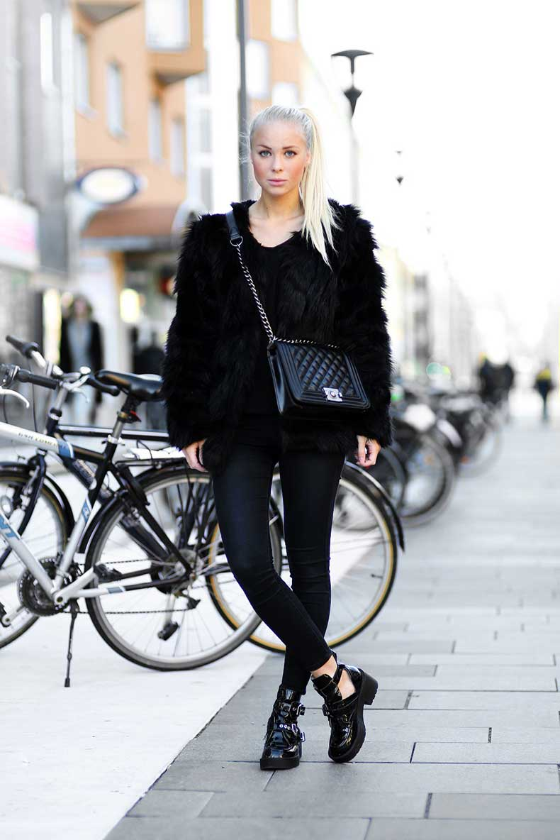 5-fur-coat-with-all-black-outfit