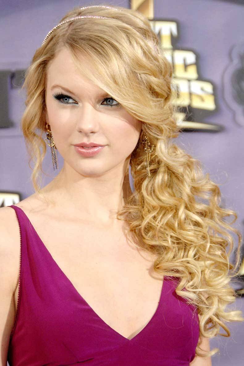 54bbfb15f12fa_-_hbz-taylor-swift-hair-2008-2