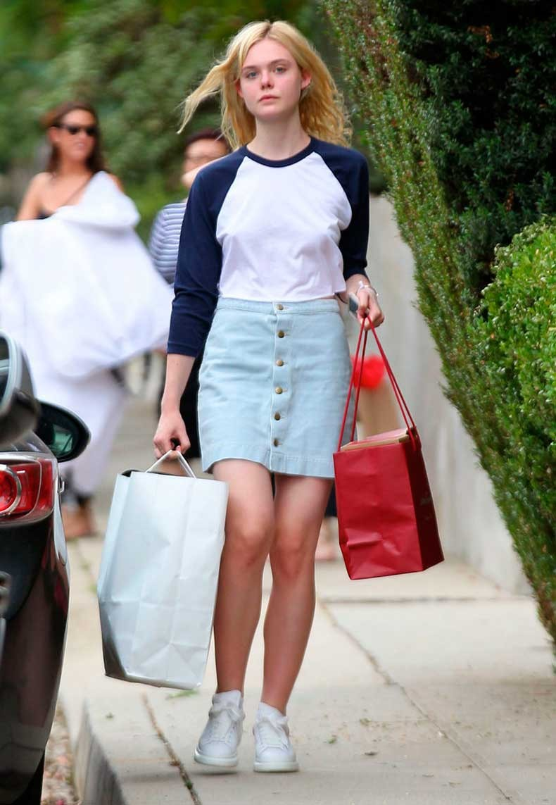 Elle-also-got-light-wash-version-her-denim-skirt-which-she
