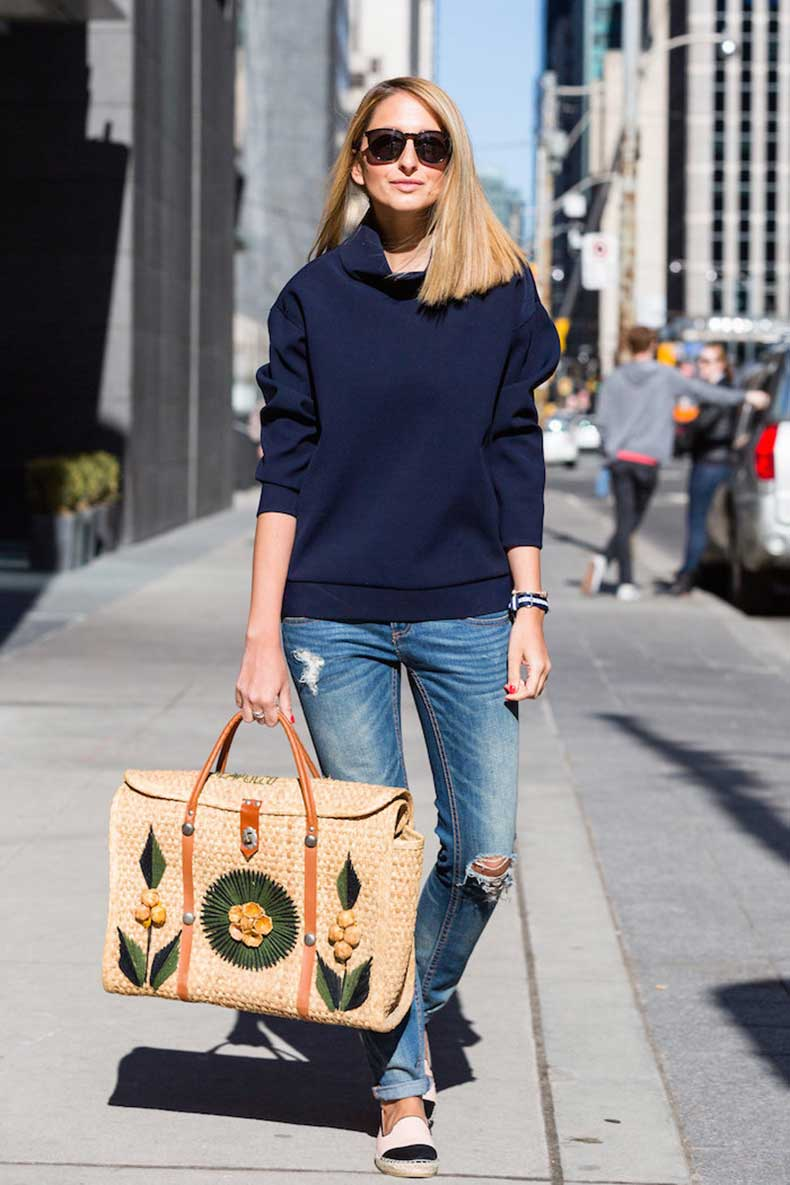 Justine-Iaboni-Style-Straw-Bag-Ripped-Jeans-07