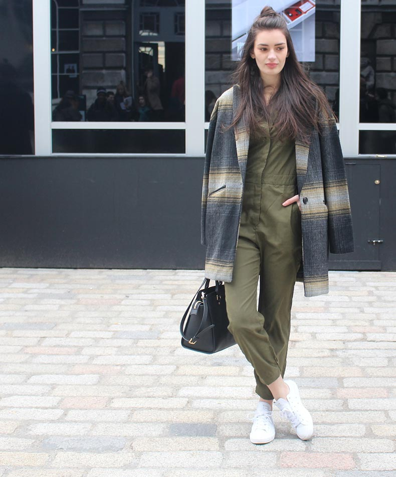 peexo-fashion-london-fashion-week-lfw-aw15-somerset-house-jumpsuit-khaki-converse-casual-oversized-coat-(1)