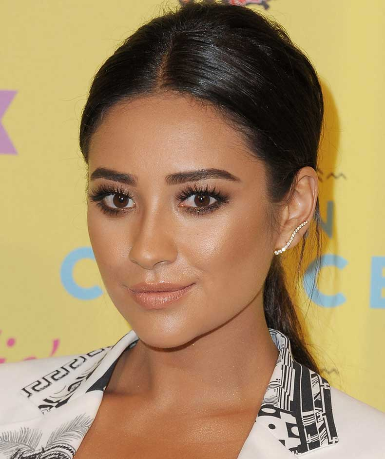 1443704941-syn-mar-1443653707-syn-elm-1443641189-shay-mitchell-normal-size-lips
