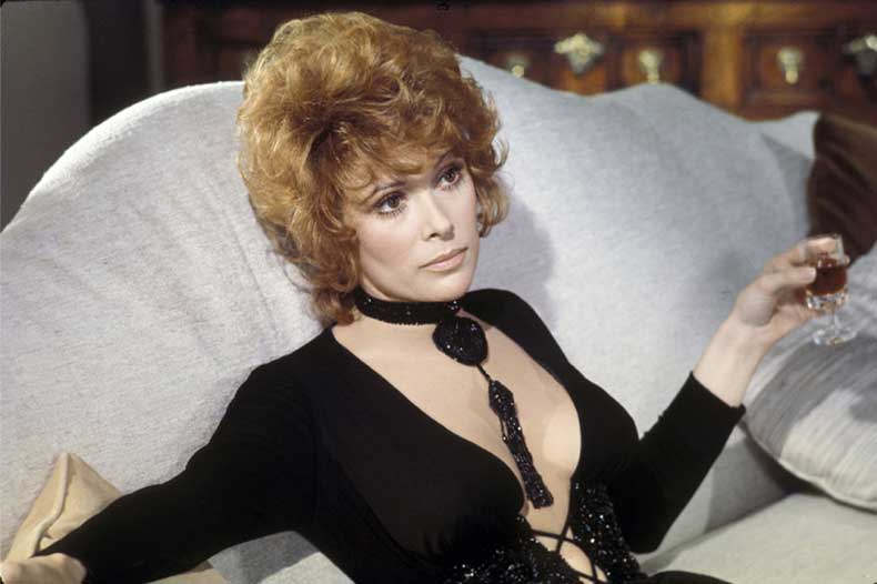 7_diamonds_are_forever_jill_st_john1971