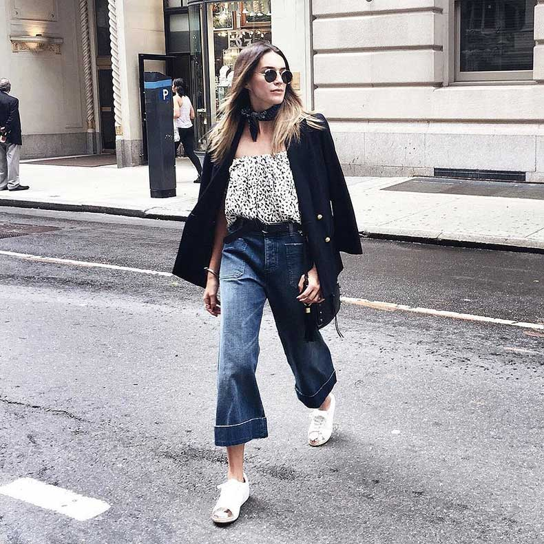 Blazer-Floral-Top-Cropped-Flares-Sneakers