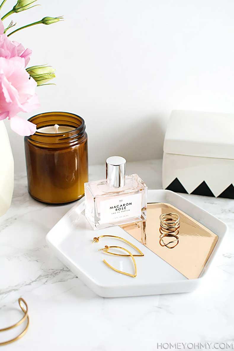 DIY-Mirrored-gold-hexagon-jewelry-tray