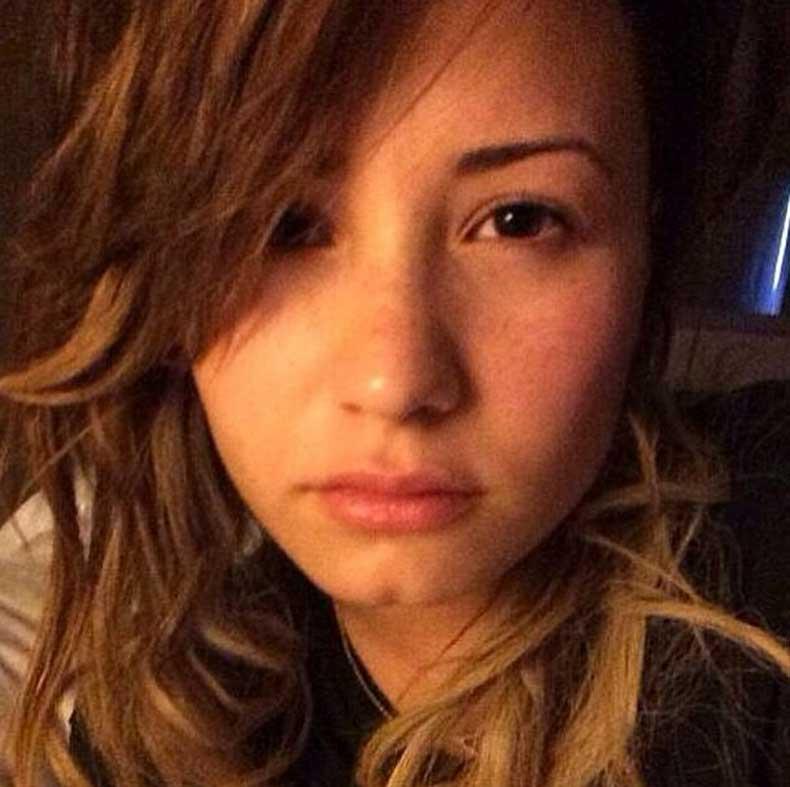 Demi-Lovato-(2)