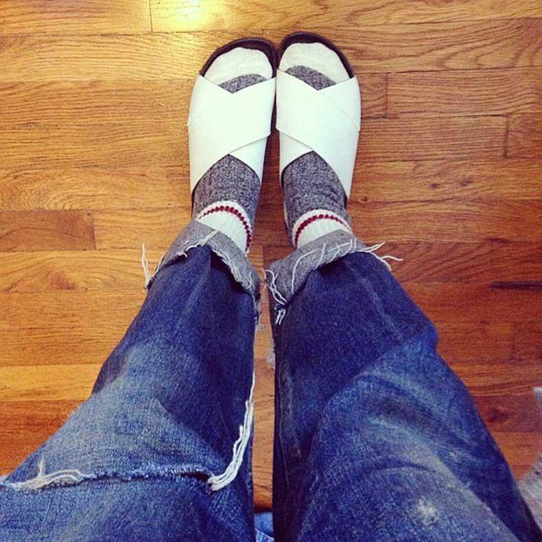 Editors-keep-spare-heels-desk-wear-more-comfortable