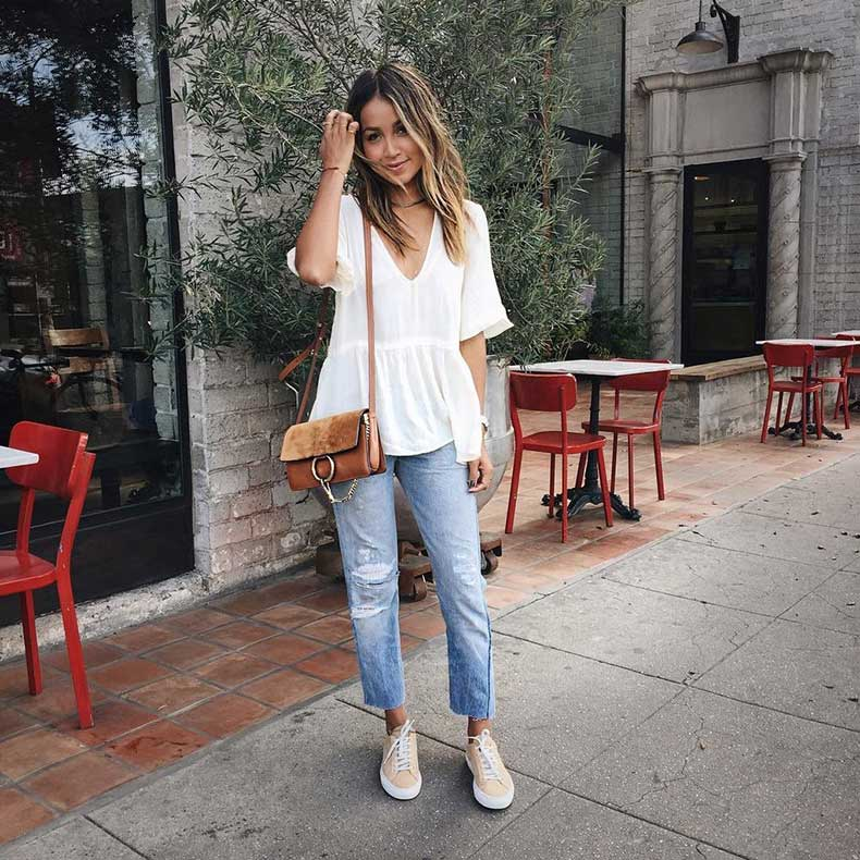 Flowy-Top-Boyfriend-Jeans-Sneakers